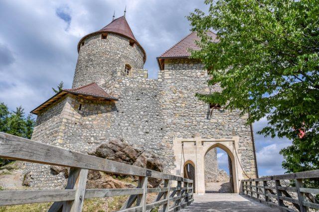 Grad Žovnek in sprehod okoli Braslovškega jezera: grad žovnek