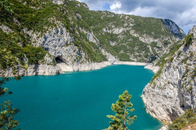 amazing canyon piva and piva lake