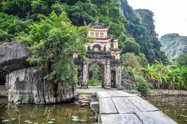 Vietnamese hidden gem Tam Coc - Bich Dong pagoda