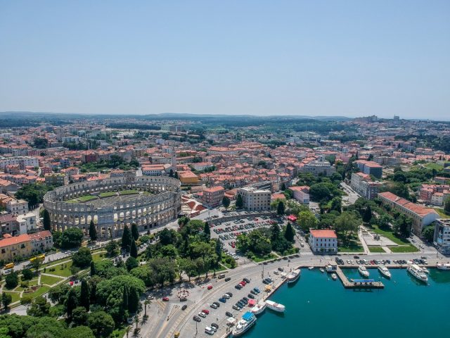 Active weekend at camsite Dvor: Pula