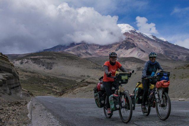 v ozadju najvišja gora Ekvadorja, Chimborazo (6300m)