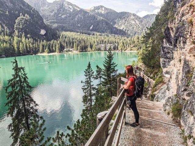 Idilično jezero Braies v Dolomitih